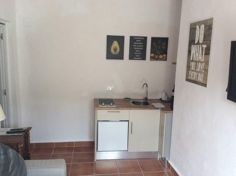Beautiful 1-Bed studio in Malaga Pets are allowed, casa vacanza a Casarabonela