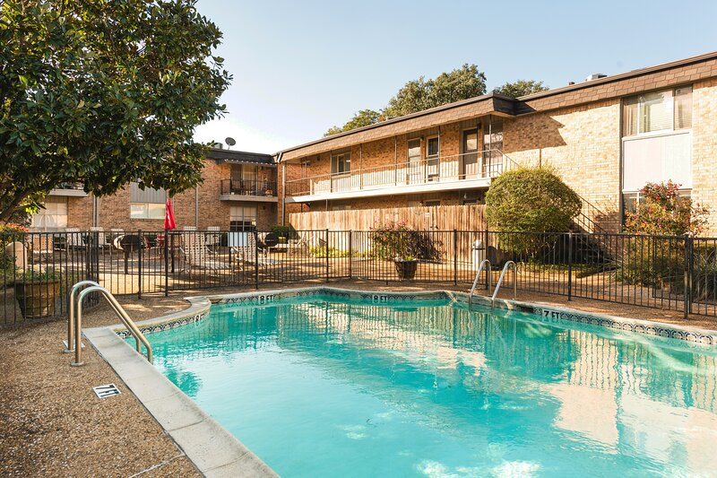 City Retreat ✦ Prime Location ✦ High Speed Internet, holiday rental in Addison