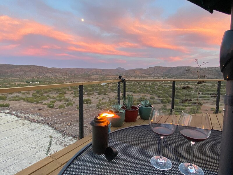 Rocky Top Cabin: Near Alpine and Marfa with views!, holiday rental in Fort Davis