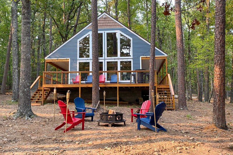 NEW! Unplug by Greers Ferry Lake: Cabin w/ Views!, holiday rental in Shirley