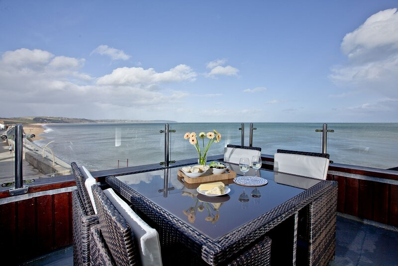 6 At The Beach - A lovely pet-friendly apartment in the village of Torcross with, aluguéis de temporada em Torcross