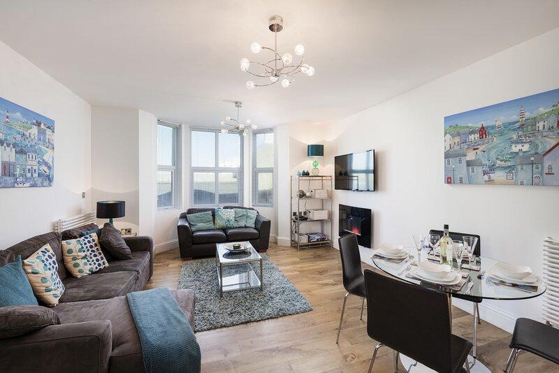 10 At The Beach - A first floor pet friendly apartment with views over the beach, aluguéis de temporada em Torcross