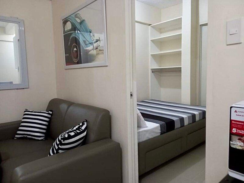 Trendy 1-Bedroom condo Malabanias, location de vacances à Angeles City