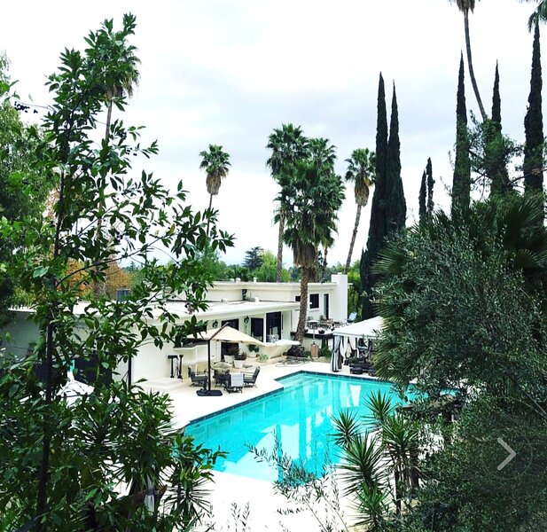 Private Villa & Oasis Pool Modern & Contemporary, holiday rental in Bell Canyon