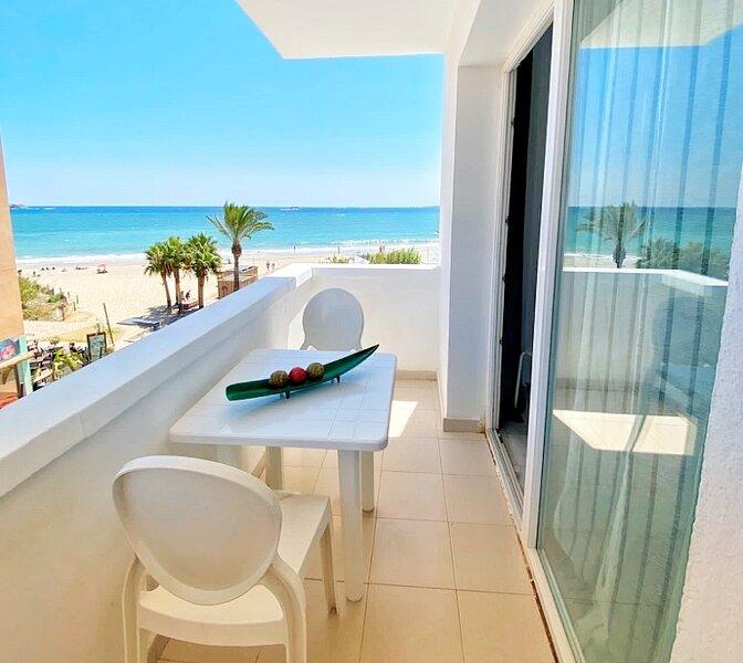 IBIZA - Attic on the Beach, casa vacanza a Playa d'en Bossa
