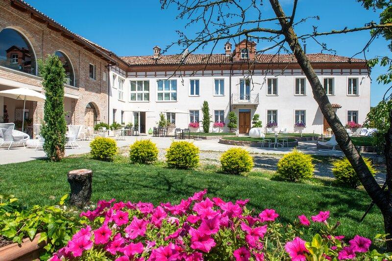 LANGHE COUNTRY HOUSE - CAMERA IL NOCCIOLETO, holiday rental in Costigliole d'Asti