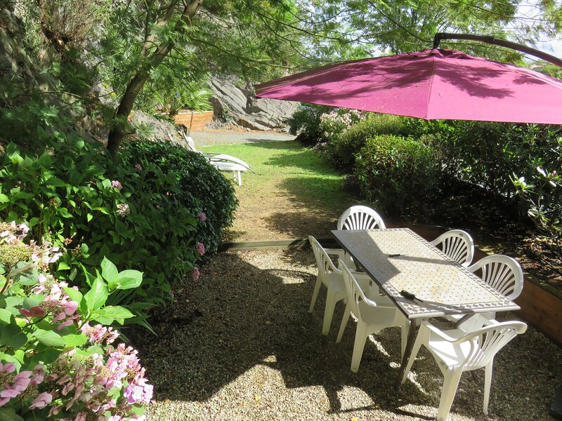 Beautiful house with terrace, casa vacanza a Pommerit-le-Vicomte