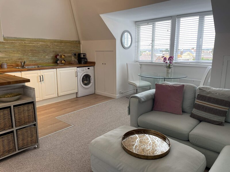 Newly Listed Sept Situated Metres From The Beach 2 Bedroom Apartment Sleeps 4, holiday rental in Pevensey
