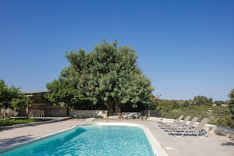 Mithonies Villa, a nature inspiring retreat!, holiday rental in Melissourgakion