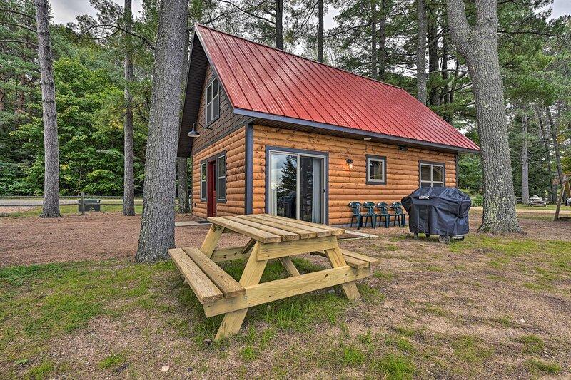 NEW! Big Arbor Vitae Lake Cabin: Fish, Boat & Hike, casa vacanza a Lake Tomahawk