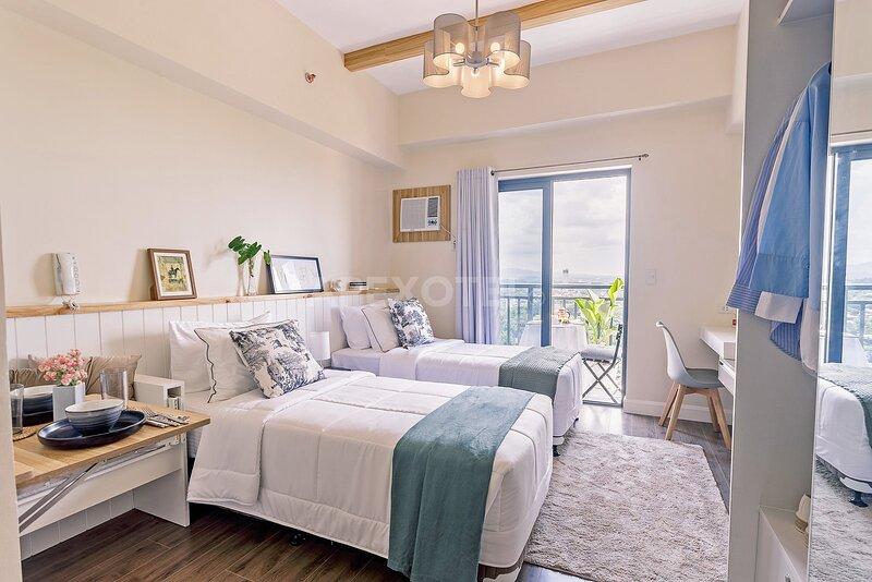 Astonishing Home Office Balcony Cebu CBD Furnished, holiday rental in Consolacion