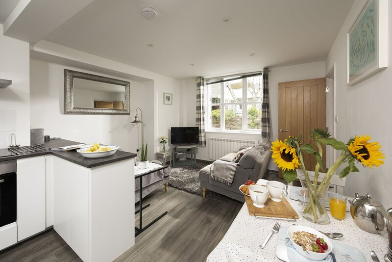 An Dyji - Discover An Dyjii, a quaint cottage in the heart of one of Cornwall's, vacation rental in Paul