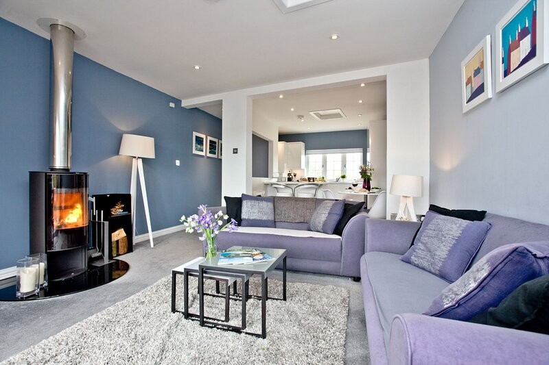 Blue Bay - A modern two bed apartment with views over Mounts Bay and St Michael', holiday rental in Marazion