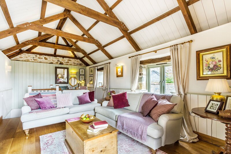 Old Pear Tree Barn - A beautiful pet-friendly barn conversion set in the North C, location de vacances à St Newlyn East