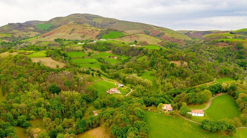Location Eyheraldia, votre appartement au coeur du Pays-Basque, holiday rental in Hasparren