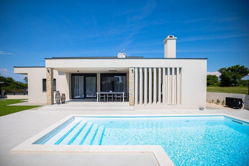 Beautiful Villa Rose, in Nin, with a Pool, holiday rental in Nin