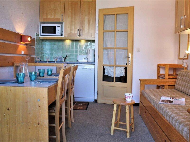 Appartement Studio cabine 4 couchages RISOUL 1850, vacation rental in Saint-Clement-sur-Durance