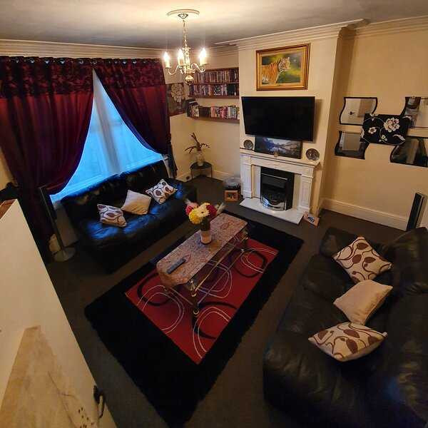 *Lovely & Cosy well equipped 3 bed, Work/Leisure + Free Parking *, aluguéis de temporada em Morley