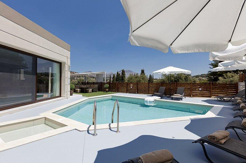 Villa Chnaris - Private Pool and Sauna, holiday rental in Perama