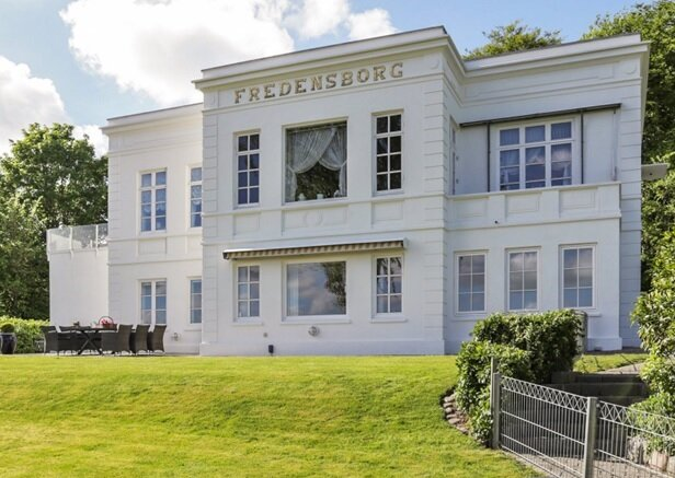 Big historical mansion with panoramic views very close to town and nature, holiday rental in Vejen