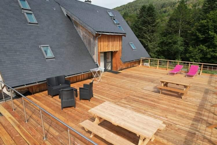 Appart confort 3* - 2 ch 2 sdb- terrasse dans domaine 2 hectares, alquiler vacacional en Orcival