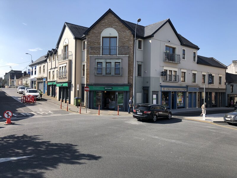 Market Place Four Bedroom Apartment in Ennis Town Centre, County Clare - Sleeps, holiday rental in Cutteen