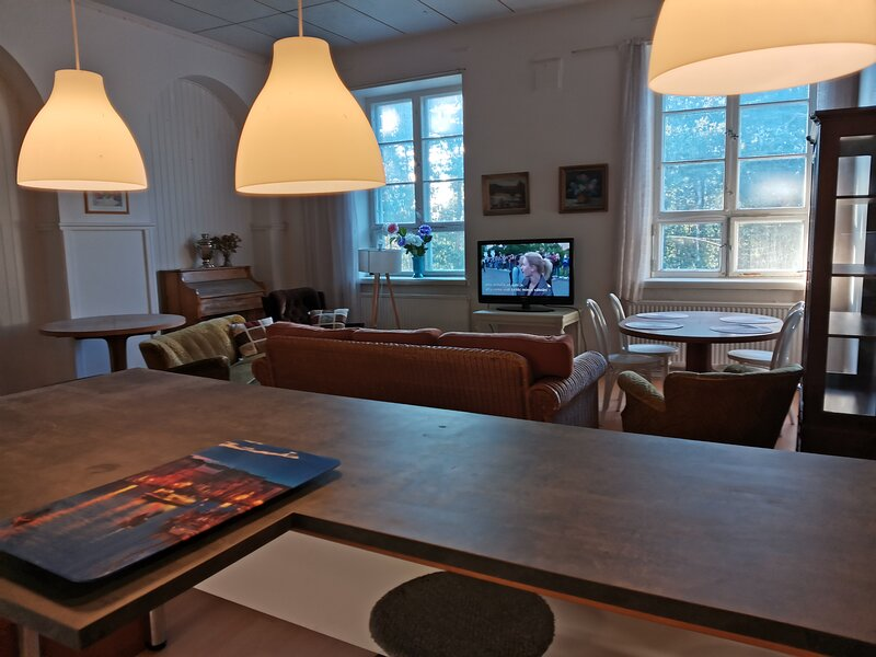 Immaculate Residence 5-Bed Apartment in Kotka, holiday rental in Pyhtaa