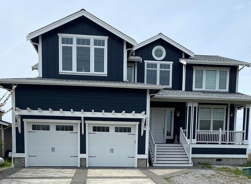 Outstanding Oceanfront Home at Sandy Point Shores, aluguéis de temporada em Lummi Island