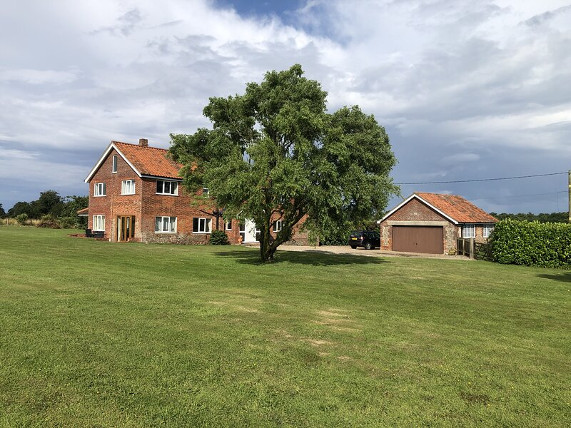 Rural Retreat with Indoor Pool and Sauna, Large Guest Suite in private home., holiday rental in Bacton