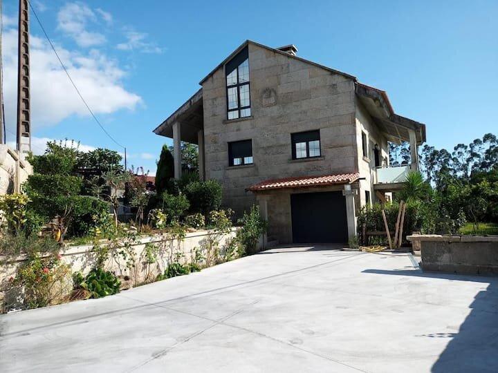 Rustica casa con vistas a la Rias y Mar en Galicia, vacation rental in Cambados