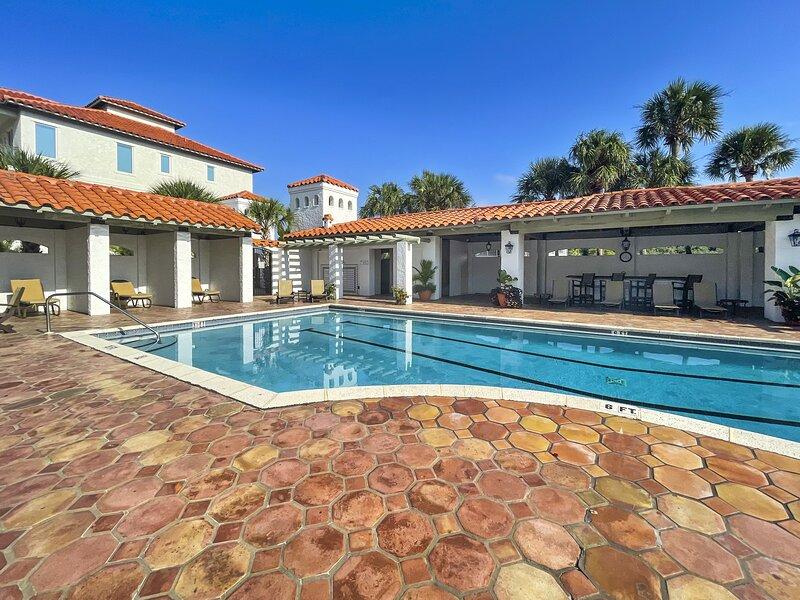 Flagstone,Pool,Water,Building,Swimming Pool