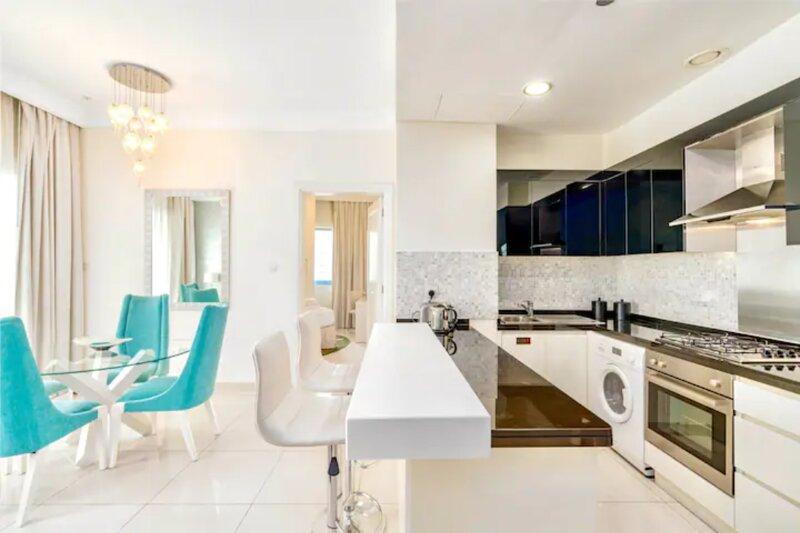 Downtown Apartment with Full Burj Khalifa Front View, alquiler de vacaciones en Murqquab