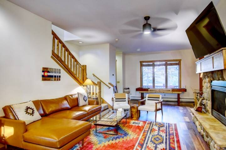 Private Shuttle/Steps to Hot Tub, Walk to Ski, Remodeled Townhome w/Garage/2 EnS, vacation rental in Oak Creek