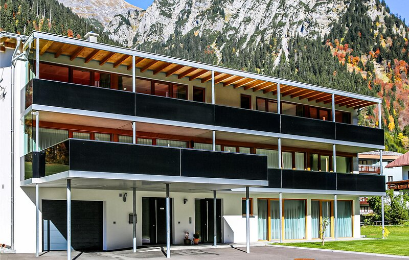 Stunning apartment in Klösterle with 1 Bedrooms (AVO176), Ferienwohnung in Lech