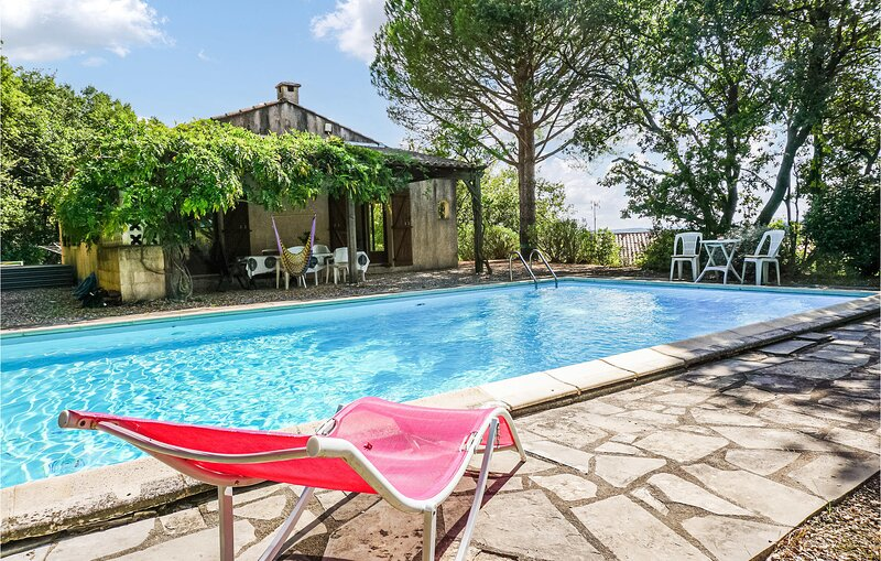 Awesome home in Caux with Outdoor swimming pool and 3 Bedrooms (FLH366), location de vacances à Margon