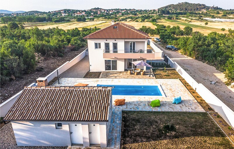 Awesome home in Polaca with Outdoor swimming pool, WiFi and 4 Bedrooms (CDJ811), holiday rental in Polaca