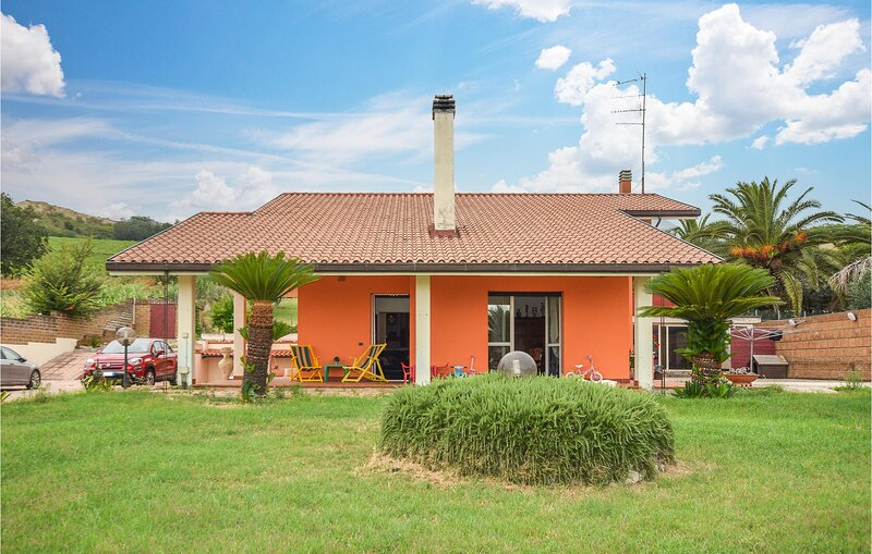 Awesome home in Martinsicuro with 4 Bedrooms (IZK215), holiday rental in Centobuchi