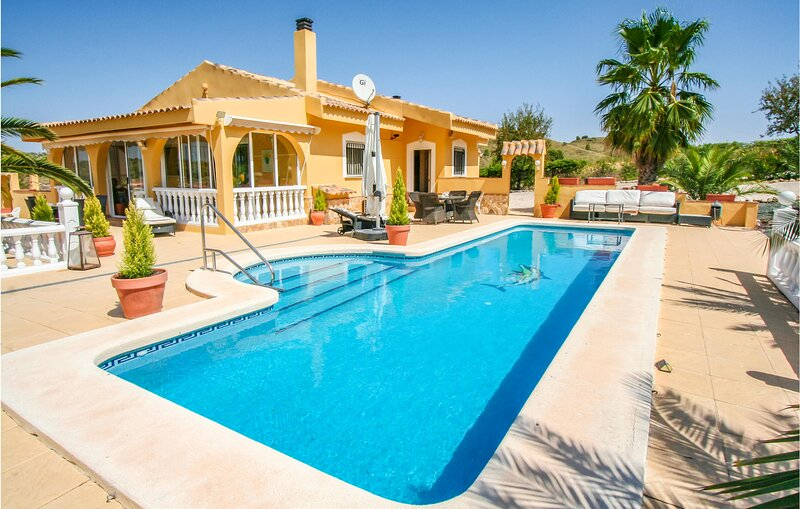 Awesome home in Abanilla with Outdoor swimming pool, WiFi and 3 Bedrooms (ECC967, holiday rental in Jumilla