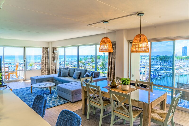 Ilikai Collection # 2. Beachfront Condo with ocean views from every room!, holiday rental in Honolulu