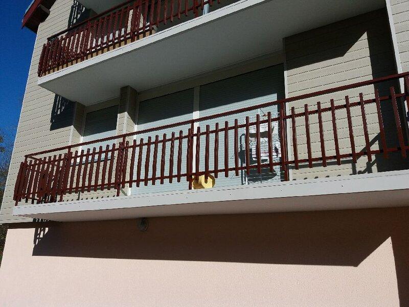 Appartement Vacances proche de la Suisse (tout équipé LL et LV et nécessaire BB), vacation rental in Sainte-Croix