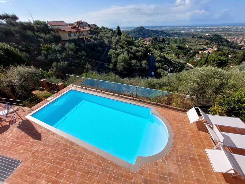 Villa Jasmine with sea view and pool, vacation rental in Massarosa