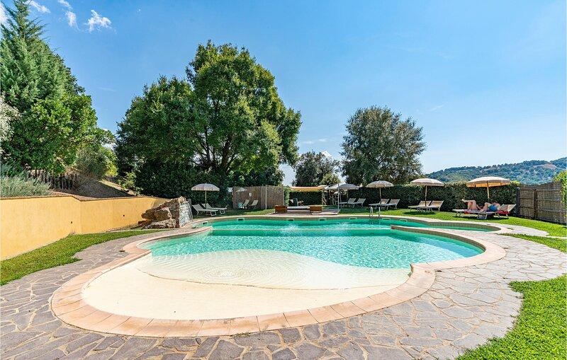 Awesome home in Scansano with Outdoor swimming pool, WiFi and 5 Bedrooms (ITG338, Ferienwohnung in Scansano