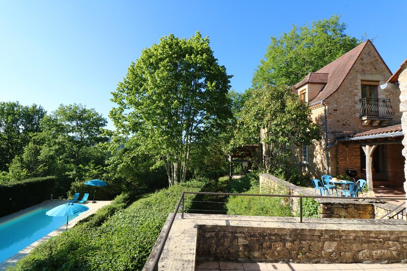 METAIRIE DE MARNAC: LOVELY RENOVATED STONE HOUSE WITH PRIVATE HEATED POOL, holiday rental in Siorac-en-Périgord