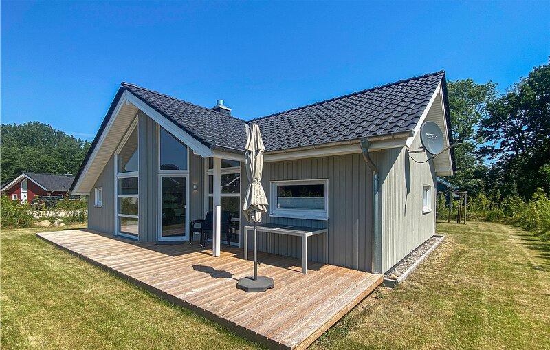 Nice home in Krems II/Warderbrück with Sauna, WiFi and 3 Bedrooms (DSH017), vacation rental in Bad Segeberg