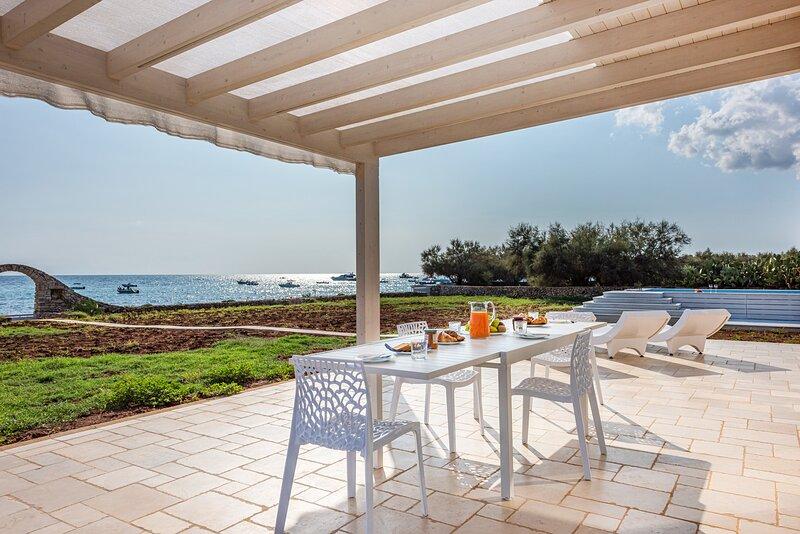 Luxury SUITE Villa Eva, aluguéis de temporada em Marina di Felloniche