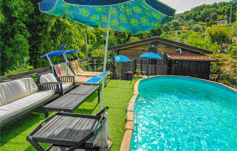 Awesome home in Vezzano ligure with Outdoor swimming pool, WiFi and 1 Bedrooms (, location de vacances à Vezzano Ligure