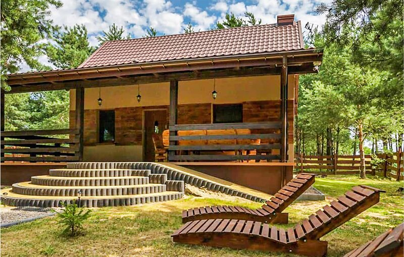 Awesome home in Pasym with WiFi and 4 Bedrooms (PMA854), holiday rental in Biskupiec