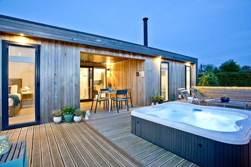 Pamela's Meadow, Strawberryfield Park - A contemporary eco lodge with private ho, alquiler de vacaciones en Cheddar