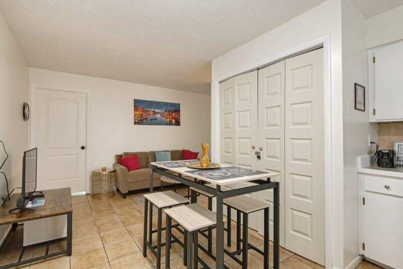 The Coral*3-bedroom with Parking!, location de vacances à Temple Terrace
