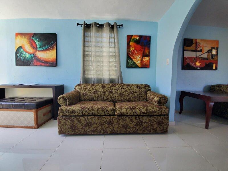 3 Bedroom, Fishing Village, Few Steps To The Ocean, location de vacances à Bayamon